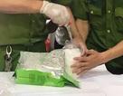 Khen thưởng ban chuyên án bắt 2 đối tượng, thu giữ 3 bánh heroin và 1kg ma túy đá