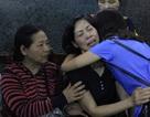 Khoảnh khắc xúc động giữa 2 người mẹ có con gái hiến giác mạc