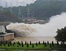 Ba bậc thang thủy điện trên sông Đà đồng loạt xả lũ