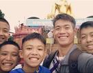 """Tuổi thơ mồ côi sống trong chùa của huấn luyện viên đội bóng """"nhí"""" Thái Lan"""
