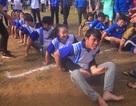 """Cười nghiêng ngả với màn """"đua thuyền cạn"""" của sinh viên đất võ Bình Định"""