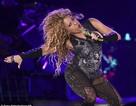 Shakira tràn đầy năng lượng trên sân khấu