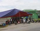 Người dân tiếp tục dựng rạp chặn trước cổng nhà máy xử lý rác