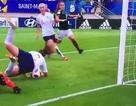 Ngôi sao nữ ghi bàn thắng kỳ dị chưa từng thấy