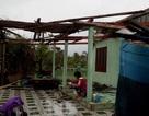 Giông lốc đánh chìm 6 tàu cá, thổi tốc mái 30 căn nhà