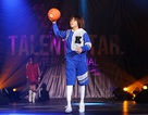 """Vừa hát vừa catwalk, tung hứng bóng rổ, Quán quân Vietnam Idol Kids khiến khán giả """"phát cuồng"""""""