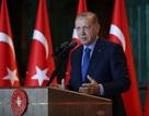 """Tổng thống Thổ Nhĩ Kỳ """"tố"""" Mỹ đâm sau lưng"""
