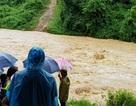 Hơn 300 người dân Khơ Mú bị cô lập trong nước lũ