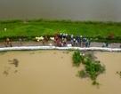 Người dân Chương Mỹ đang căng mình chống lụt như thế nào?