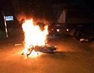 Hà Nội: Xe máy bốc cháy sau tai nạn, hai anh em sinh đôi thương vong