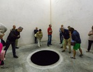 """Du khách rơi xuống hố đen đang được """"trưng bày"""" trong bảo tàng"""