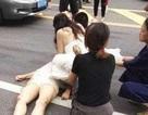 Trên đường đến lễ cưới của mình, nữ y tá vẫn cứu người bị nạn