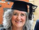 Cụ bà học đại học ở tuổi 61 để theo đuổi ước mơ thiết kế thời trang