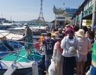 """Nha Trang: Làm rõ nhóm du khách bị """"cấm cửa"""" lên đảo, bị """"hành"""" giữa mưa"""