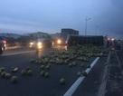 Xe chở dừa nổ lốp trên cao tốc gây tai nạn liên hoàn