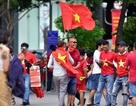 Khắp nơi ngập tràn sắc đỏ cổ vũ cho Olympic Việt Nam