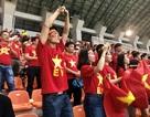 Cổ động viên trên sân hô vang tên ông Park Hang Seo dù Olympic Việt Nam thua