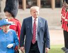 Tổng thống Trump giận dữ vì bị chỉ trích đến muộn trong buổi gặp Nữ hoàng Anh