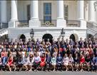 Bức ảnh chụp thực tập sinh Nhà Trắng gây tranh cãi