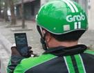 Xử lý nghiêm tài xế Grab bike vừa lái xe vừa xem điện thoại tìm khách