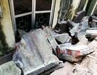 Công an thông tin vụ cảnh sát bảo vệ bị thương do tường đổ trong mưa lớn