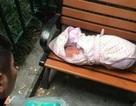 Bé trai sơ sinh còn nguyên dây rốn bị bỏ rơi ven đường