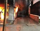Cơ sở nệm mút cháy rụi trong chiều mưa tầm tã