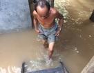 Nước lũ lên nhanh, dân trở tay không kịp