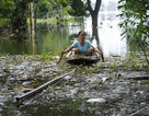"""Ngập lụt ở Chương Mỹ: Thôn xóm ngập chìm trong """"biển rác"""""""