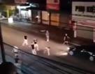 Côn đồ hỗn chiến giữa phố, 2 người bị thương