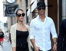Bạn gái Ronaldo khoe chân dài trên phố