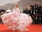 Lady Gaga lộng lẫy trong bộ váy hồng