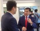 """""""Vua hàng hiệu"""" Johnathan Hạnh Nguyễn đi bán... điện thoại"""