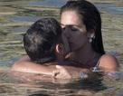 James Franco hôn say đắm bạn gái kém 15 tuổi