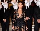 Choáng váng với váy hở bạo của Kendall Jenner