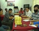 """Mang theo súng vận chuyển hơn 110.000 viên ma túy, nghi phạm người Lào """"sa lưới"""""""