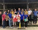 Hoa hậu Hoàn Vũ H'Hen Niê tặng học bổng cho học sinh dân tộc thiểu số