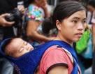 Thấm đẫm tình người Hà Nội sau vụ cháy gần bệnh viện Nhi Trung ương