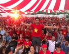Nghệ sĩ bức xúc trước hành động quá khích của một số cổ động viên Việt Nam