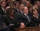 Khoảnh khắc gây chú ý của cựu Tổng thống Bush tại lễ tang ông McCain