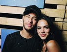 """Neymar gây """"bão"""" với loạt ảnh hẹn hò bạn gái xinh đẹp"""