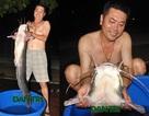 """Câu được cá trê """"khủng"""" 27kg, xẻ thịt mừng đội Olympic Việt Nam"""