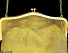 Túi xách cũ suýt bị vứt bỏ hóa ra được dệt bằng... vàng