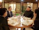 """Tổng thống Hàn Quốc ăn hải sản tại nhà hàng """"tâm huyết"""" của ông Kim Jong-un"""