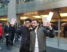 """Ngày đầu tiên mở bán iPhone XS: Người Việt Nam sang Singapore """"canh hàng"""""""