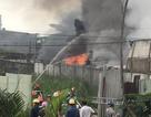 TPHCM: Kho xưởng bốc cháy dữ dội, khu dân cư náo loạn