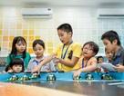 Trẻ em học STEM trong không gian công nghệ kết hợp học và chơi