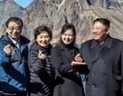 Cử chỉ dí dỏm hiếm hoi của ông Kim Jong-un khi leo núi cùng Tổng thống Hàn Quốc