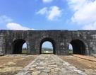 Khối đá nặng 2 tạ trên vòm cổng Nam di sản Thành nhà Hồ bị nứt vỡ
