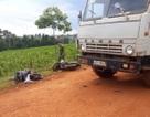 Tông vào hông xe tải, 3 người thương vong